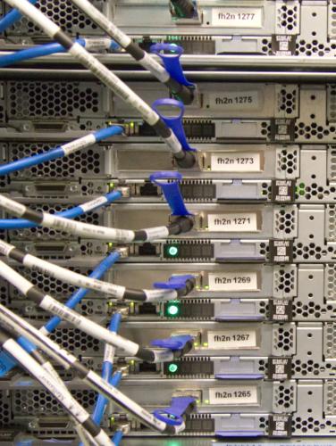 Detailaufnahme eines Server-Schranks